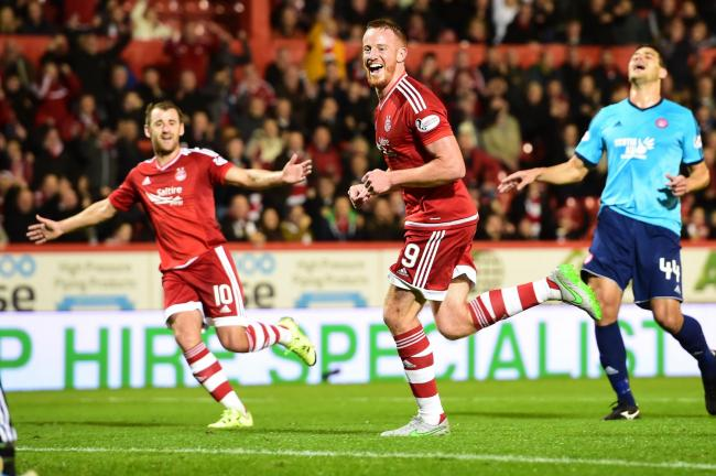 15/09/15 LADBROKES PREMIERSHIPABERDEEN v HAMILTONPITTODRIE - ABERDEENAberdeen's Adam Rooney (9) celebrates having fired home from the penalty spot to put his side ahead  (38712981)