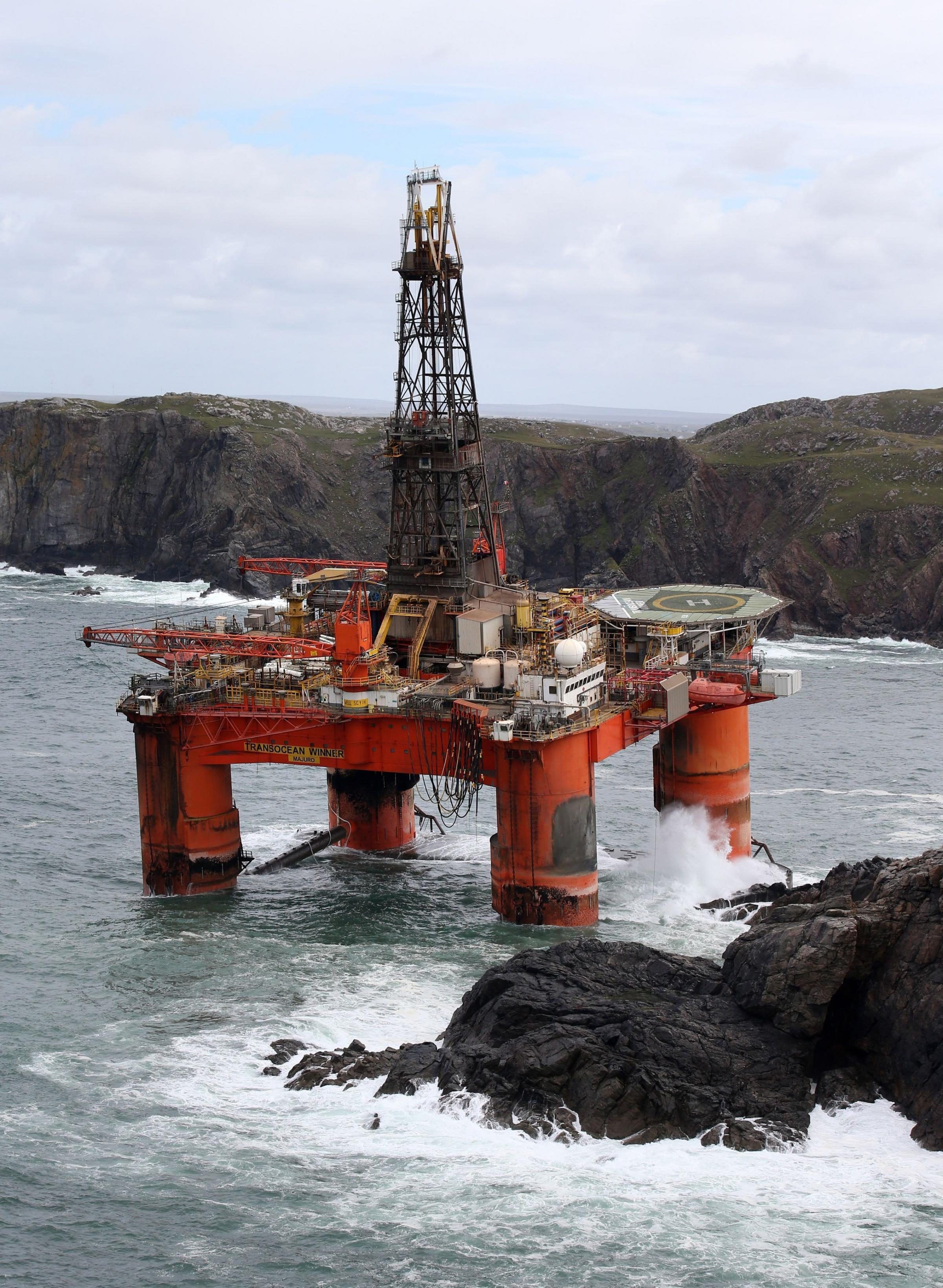 Local fishermen hit by rig grounding