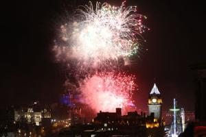 Fireworks light up the sky during the Hogmanay New Year celebrations in Edinburgh. PRESS ASSOCIATION Photo. Picture date: Sunday January 1, 2017. See PA story SOCIAL Hogmanay. Photo credit should read: Andrew Milligan/PA Wire.