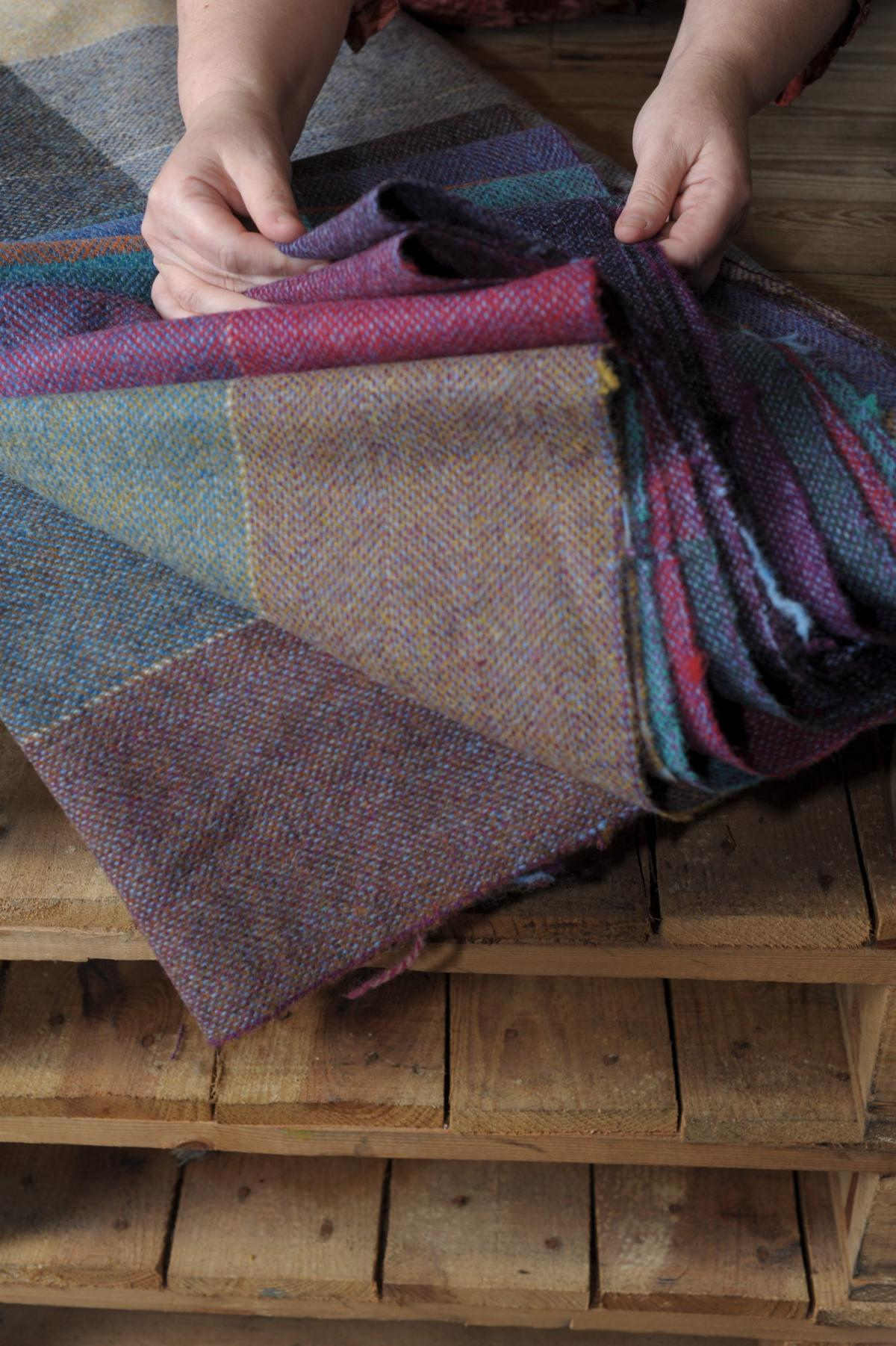 9850248cde955 Harris Tweed goes from draughty loom sheds to being taught in ...