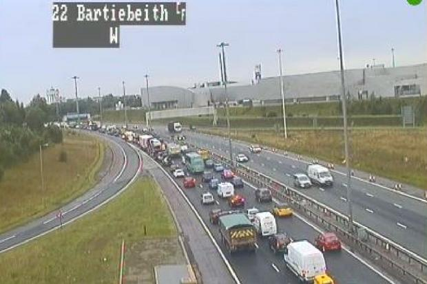 M8 motorway at standstill after serious accident blocks two