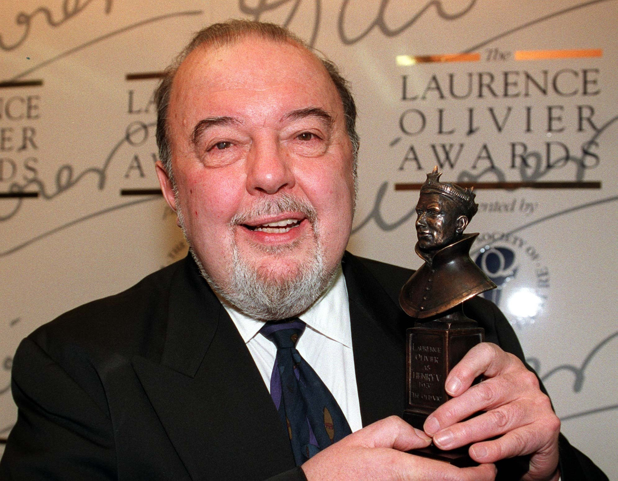 Sir Peter Hall, the former director of the National Theatre, has died at the age of 86.