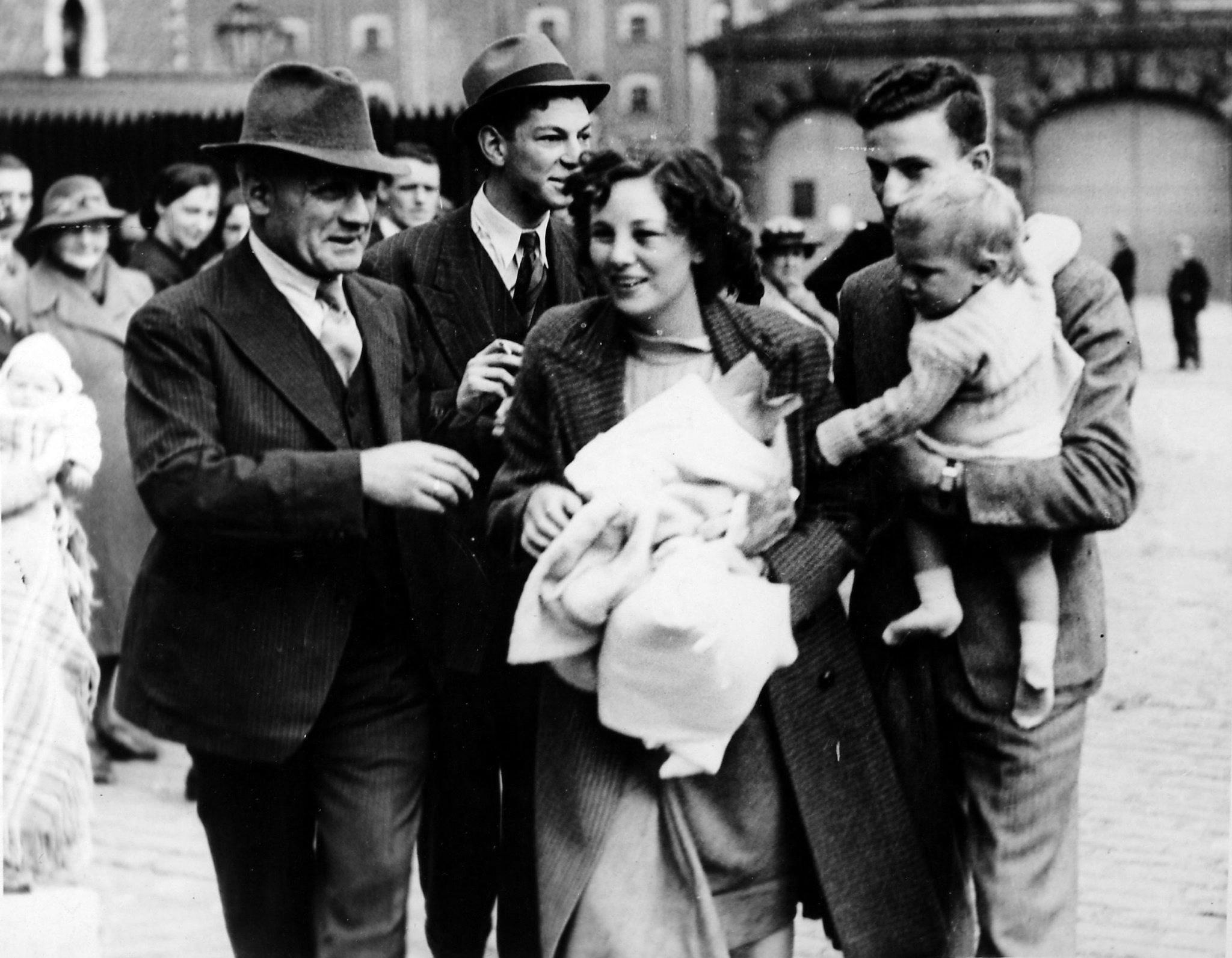 Those Were The Days1939 Survivors Of Torpedoed Liner Arrive In