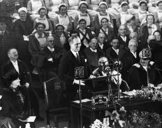"1939: Ambassador Kennedy: ""We still have peace, we still have freedom"""