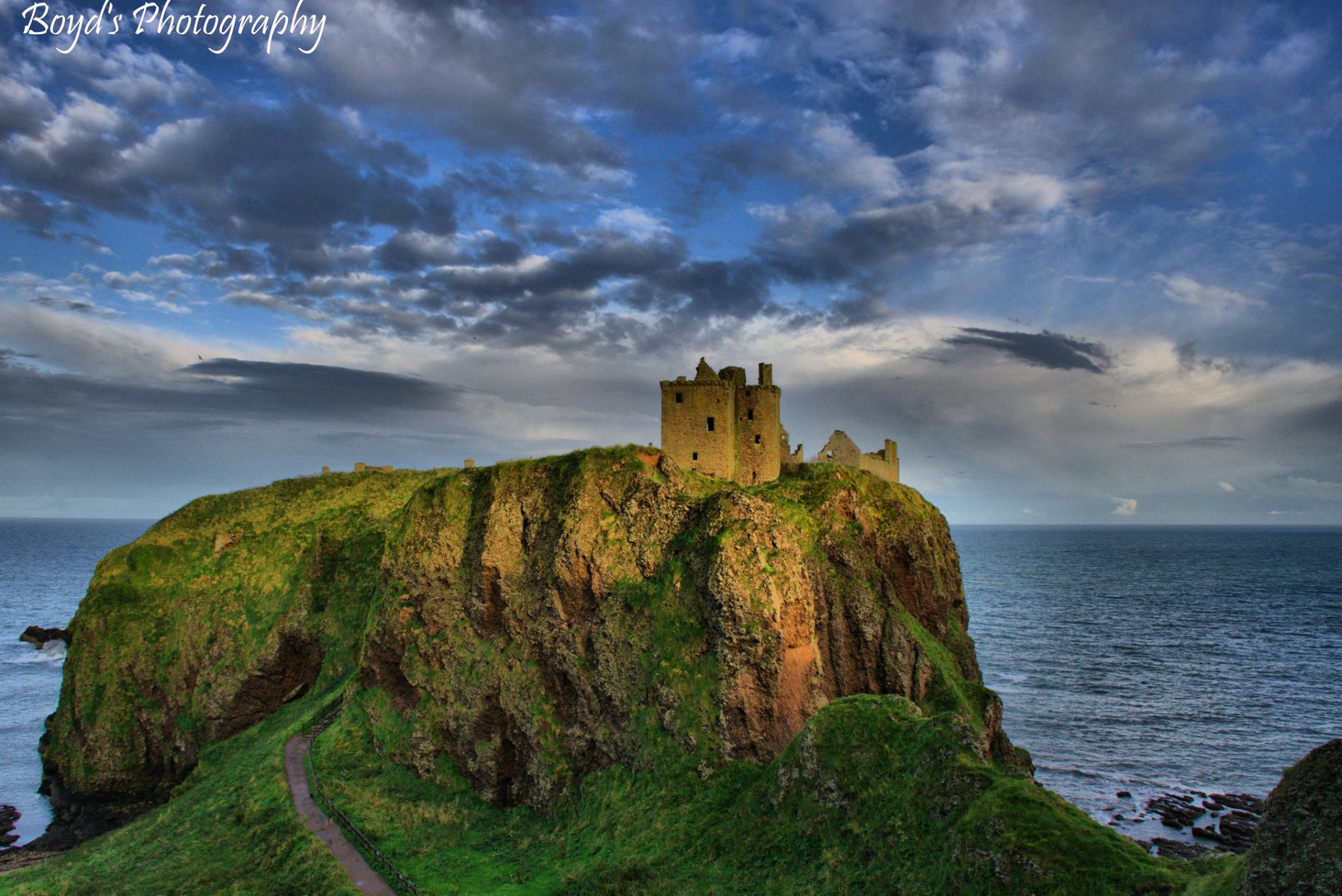High fortress Pollee Hamilton sent in this stunning image of Dunnottar Castle in Aberdeenshire