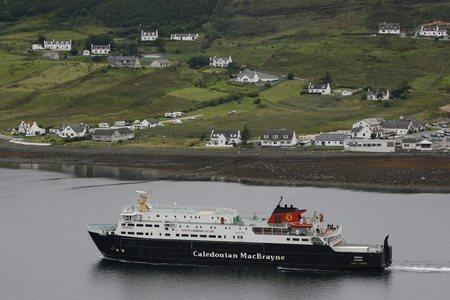 Calmac cancels sailings in heavy seas and high winds