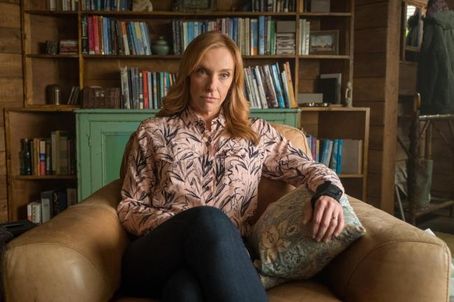 Toni Collette in therapist mode in Wanderlust