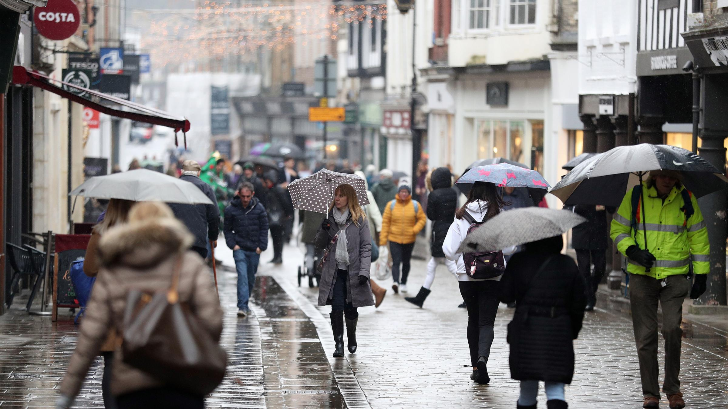 Shoppers stay away from high street in peak trading weekend before Christmas