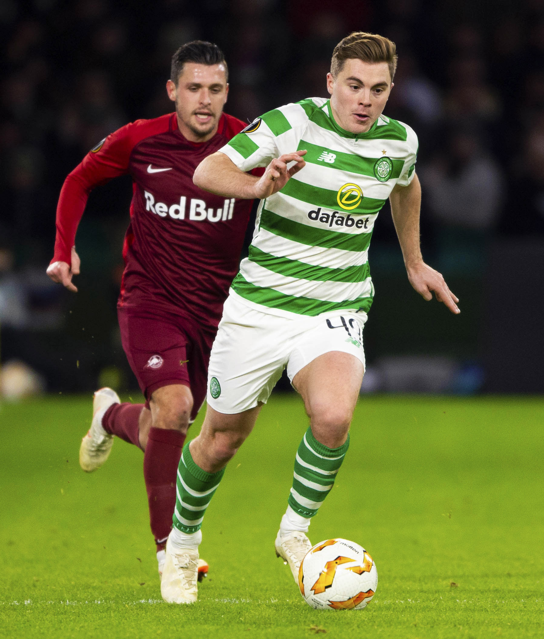 13/12/18 EUROPA LEAGUE GROUP B.CELTIC v RED BULL SALZBURG (1-2).CELTIC PARK - GLASGOW.Celtic's James Forrest (R) competes with Salzburg's Zlatko Junuzovic..