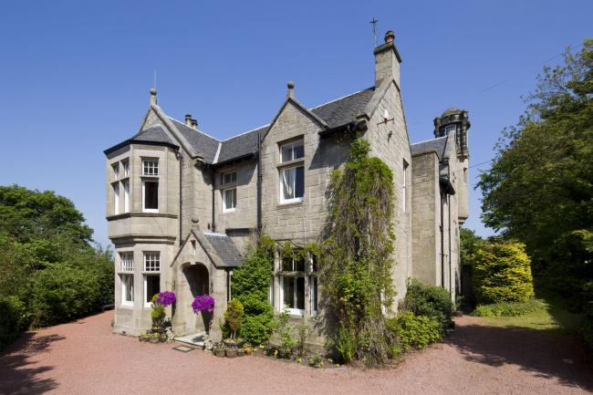 The Knowe is celebrated for its views across the Firth of Forth and Ochils, and for the interesting history surrounding the B-listed home