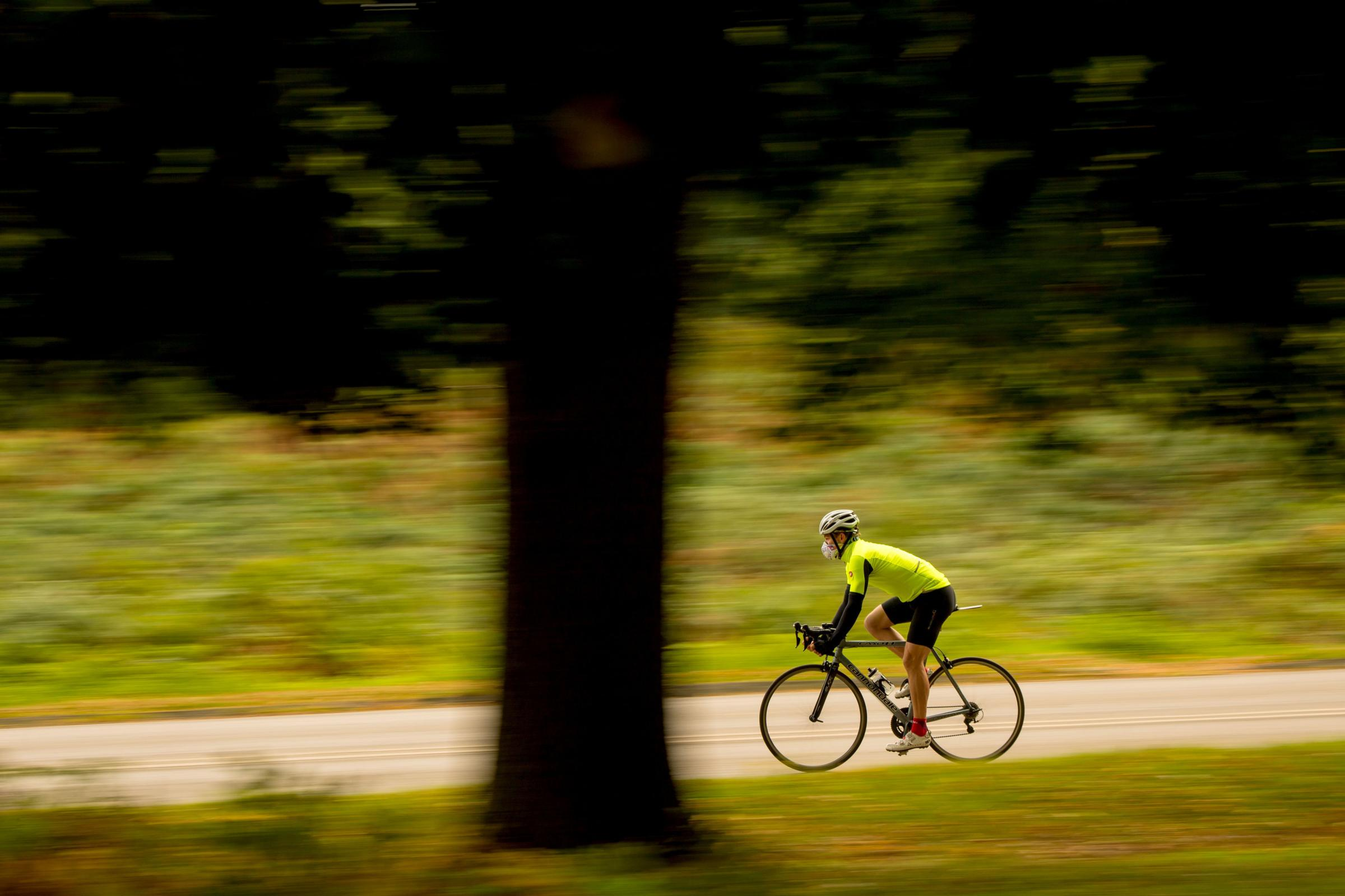 It should be compulsory for cyclists to wear hi-vis clothing