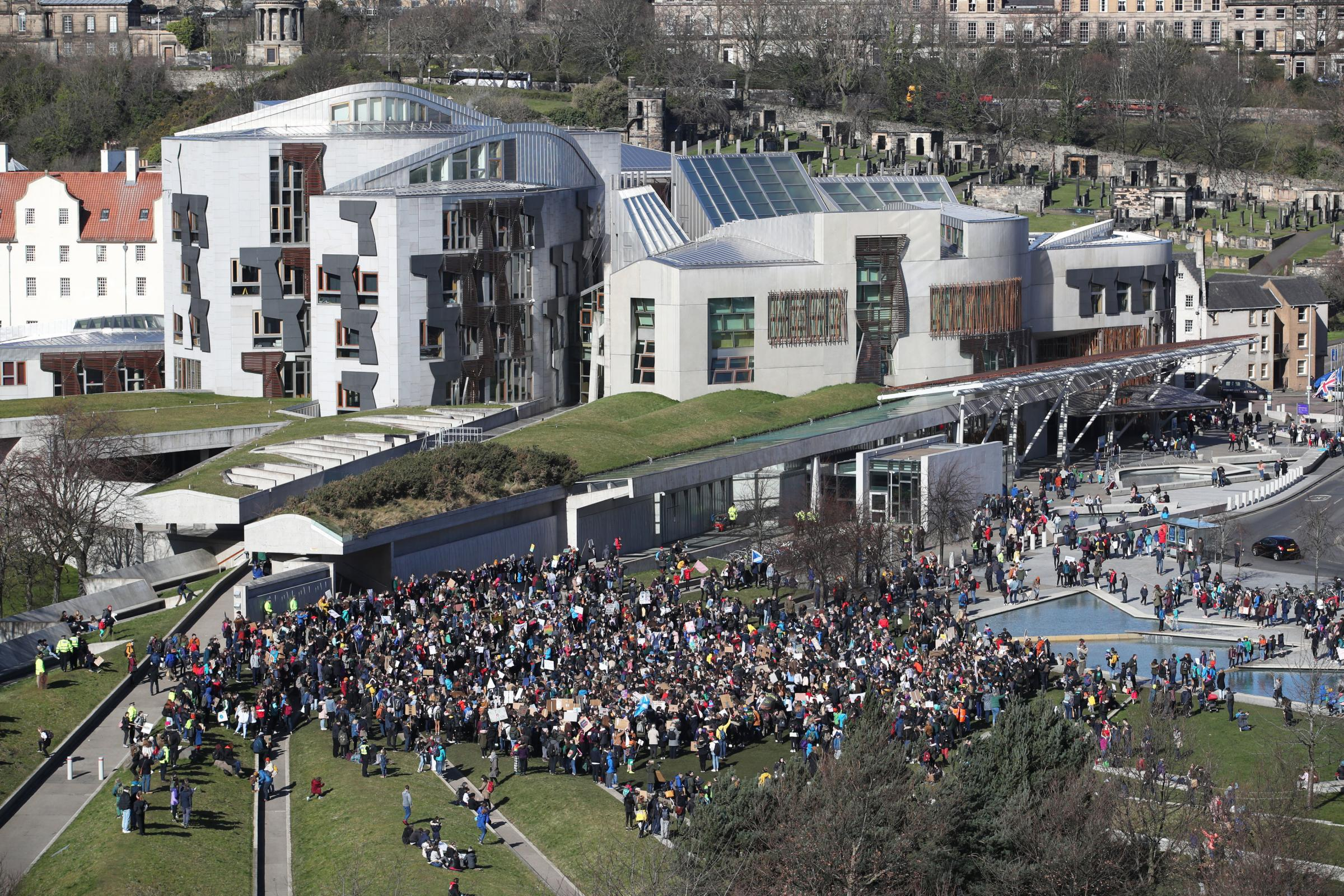 More than 1,000 school pupils descend on Holyrood for climate protest