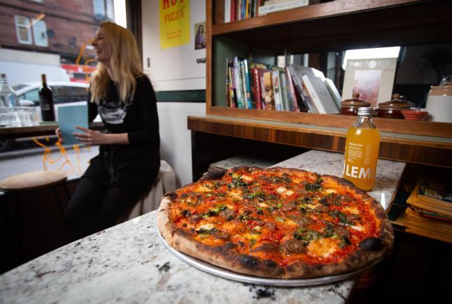 Ron Mackenna Restaurant Review Errols Hot Pizza 379