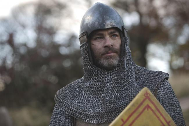 Chris Pine as Robert Bruce in Netflix's Outlaw King