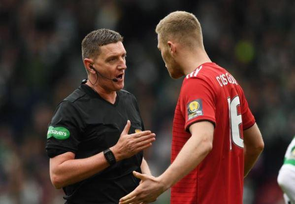 Referee Craig Thomson speaks to Aberdeen's Sam Cosgrove during the Scottish Cup semi-final