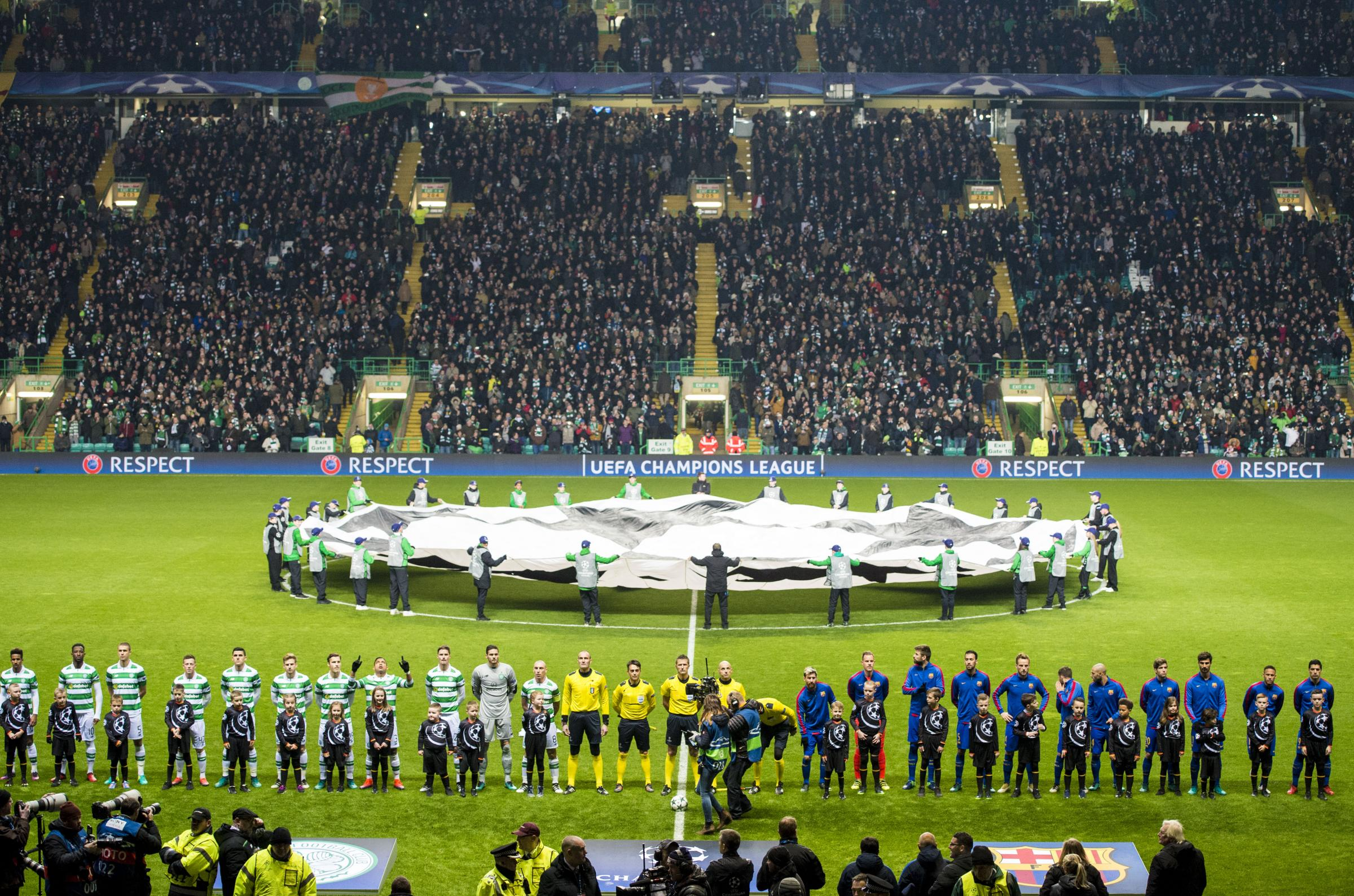 Celtic line up ahead of their 2-0 defeat to Barcelona