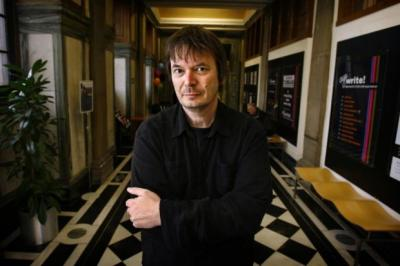 Ian Rankin has called on writers to be given special treatment