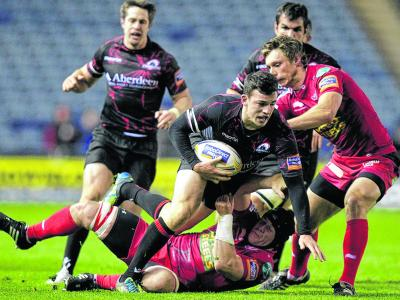 Edinburgh's Matt Scott, left, vies with Scarlets' Johnathan Edwards and Nick Reynolds, right, at Murrayfield,