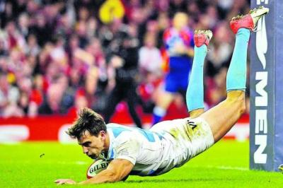 Argentina wing Juan Imhoff dives over for his side's first try   Photograph: Getty