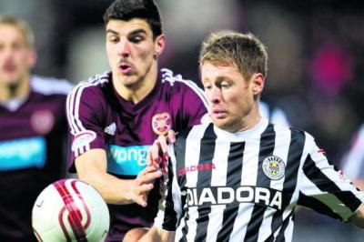 Callum Paterson of Hearts and  St Mirren's David van Zanten keep their eyes on the ball Photograph: SNS