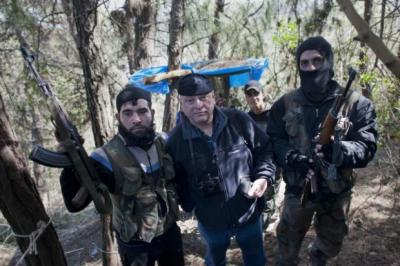 Foreign Editor David Pratt, centre, with Syrian rebels
