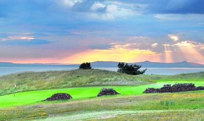 The 11th hole with stunning views over the Firth of Forth