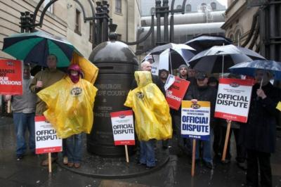 PROTEST: Striking public service workers form a picket line in the rain outside Edinburgh Sheriff Court yesterday. Picture: Gordon Terris