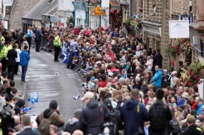 WELCOME HOME: Thousands turned out in Dunblane to meet their returning Olympic champion a warm welcome after he sealed a summer of success with his first Grand Slam victory.