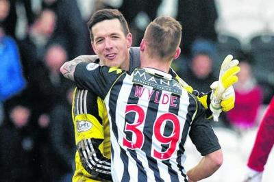 Jamie Langfield embraces his former Aberdeen team-mate Gregg Wylde after Saturday's match. Picture: SNS