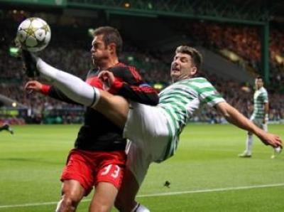 Charlie Mulgrew battles for the ball